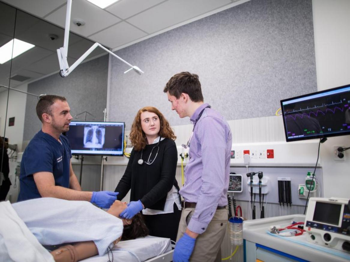 Adelaide Health Simulation Director, Adam Montagu, with two medicine students, assessing a simulated patient in the Adelaide Health Simulation