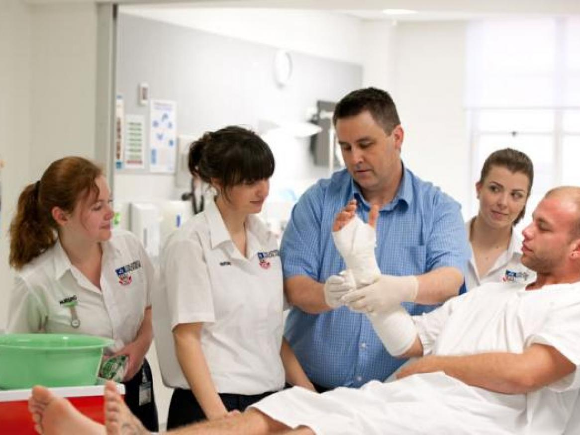nursing-students-patient-with-bandaged-arm